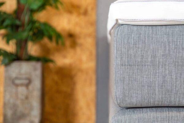 boxspring detail van topmatras in de kleur wit en matras in de kleur grijs