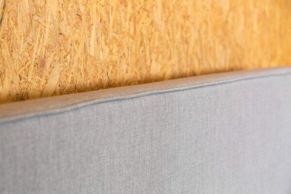 Boxspringtopper hoofdbord van boxspring vlegel in de kleur grijs hoofdbord detail