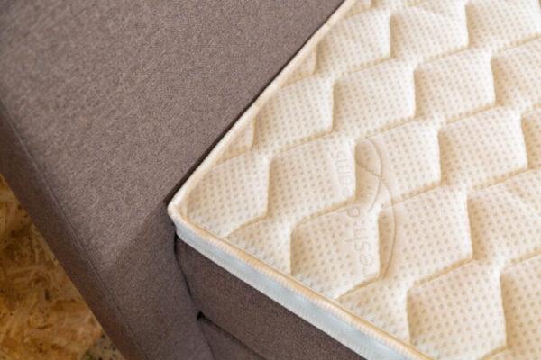 witte topper hoek met ruiten patroon