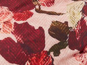 detail print van dekbed melow rose met rozen en een even print