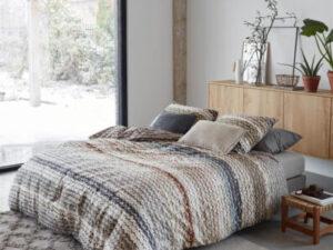 Bed opgedekt met aanbieding dekbedovertrek Marte Beddinghouse