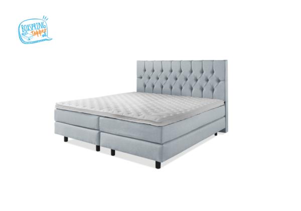 tweepersoons bed met luxe hoofdbord in de kleur blauw