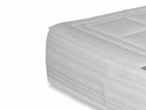 Hoek van een 25 centimeter dik aanbieding matras met witte tijk